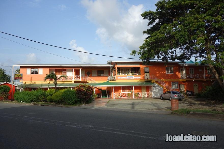 Exterior da Guest House Stewart's em Pigeon Point, Tobago