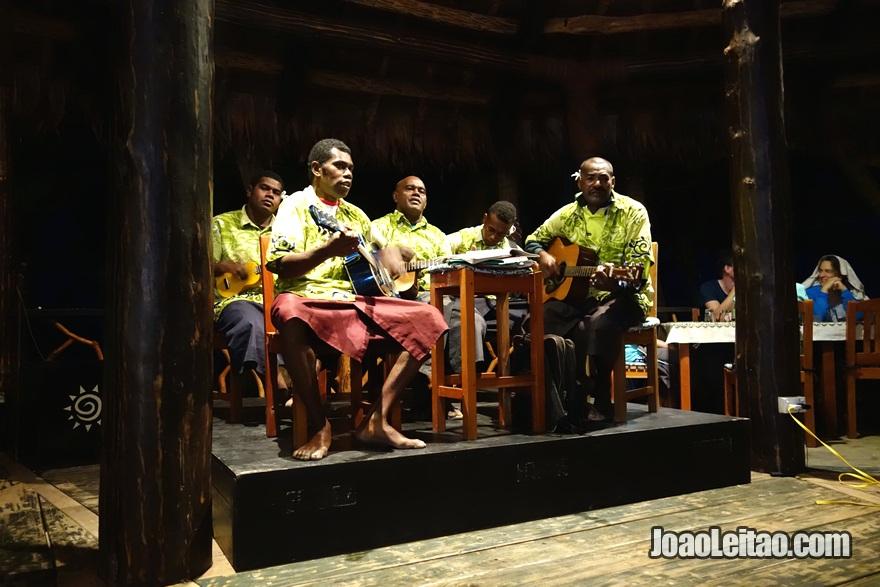 Show de música no Hotel Leleuvia Island Resort nas Ilhas Fiji