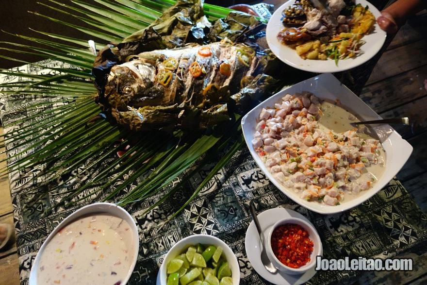 Comida típica das Fiji no Hotel Leleuvia Island Resort nas Ilhas Fiji