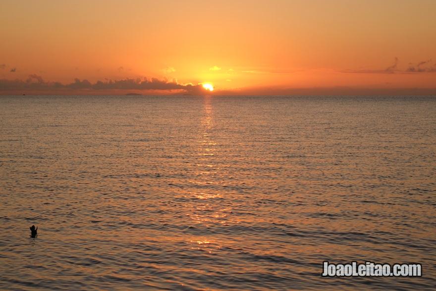 Pôr do sol no Hotel Leleuvia Island Resort nas Ilhas Fiji