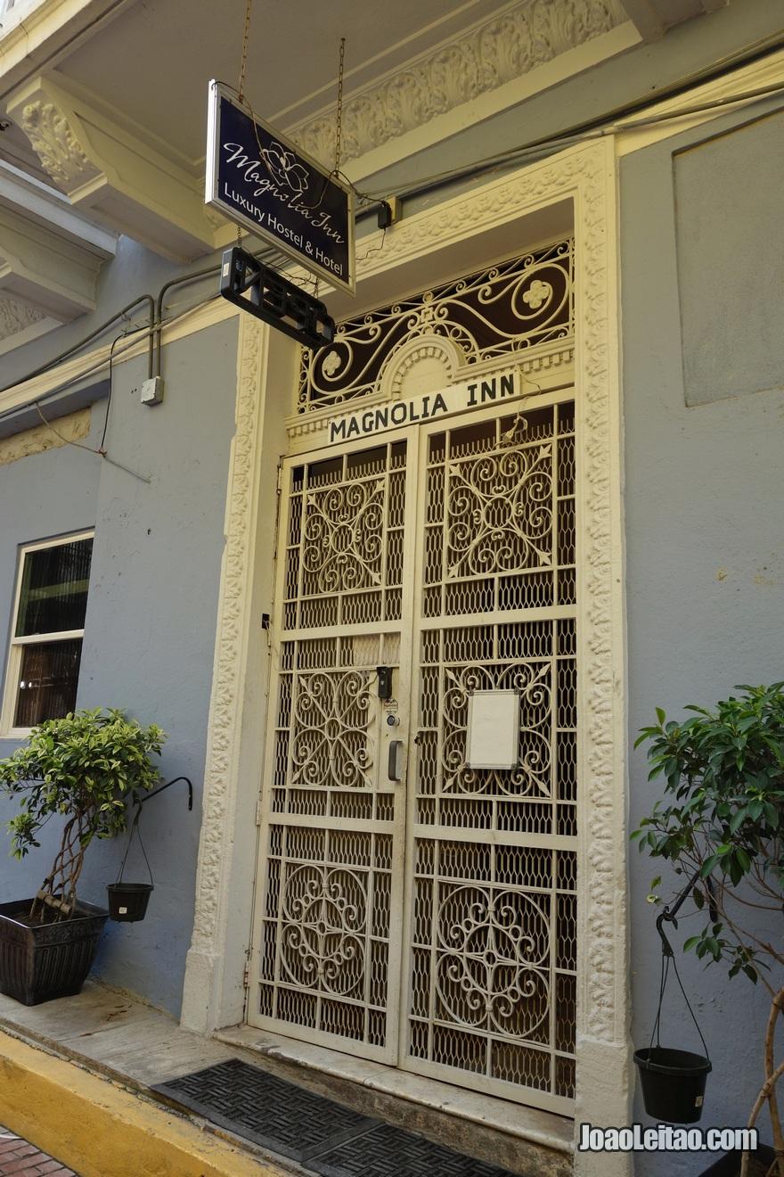 Porta de entrada do Hotel Magnolia Inn na Cidade do Panamá