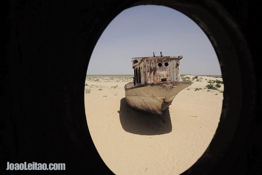 Mar seco em Moynaq, no Uzbequistão