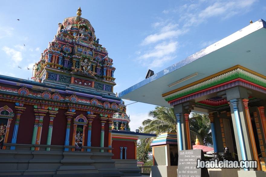 Interior do Templo hindu de Sri Siva Subramaniya em Nadi