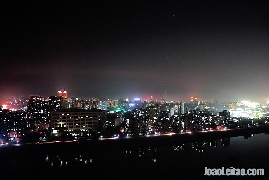 Pyongyang à noite