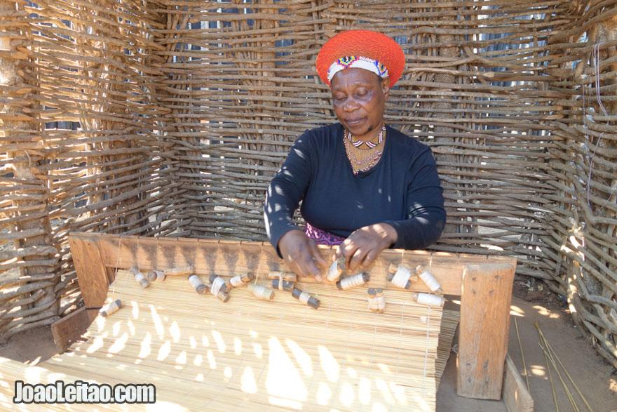 Fabricação de artesanato tradicional, Visitar a África do Sul
