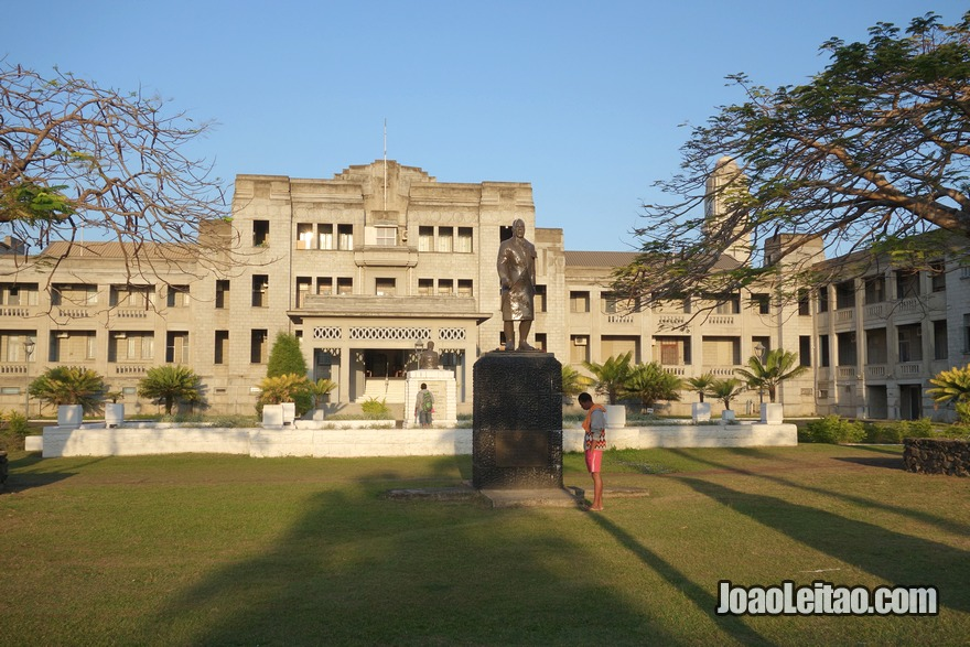 Visitar o edifício Clock Tower e o monumento a Lala Sukuna