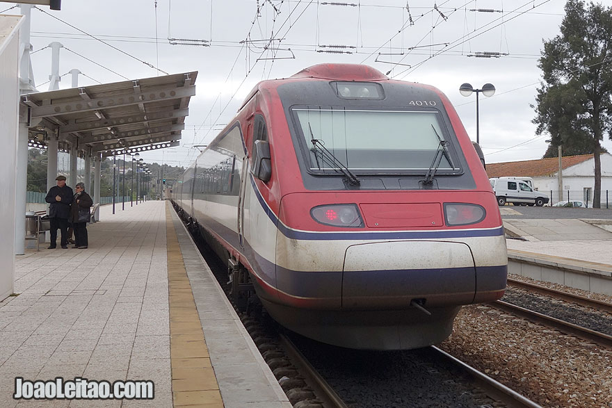 Comboio (trem) Alfa Pendula - AP desde o Porto até Faro