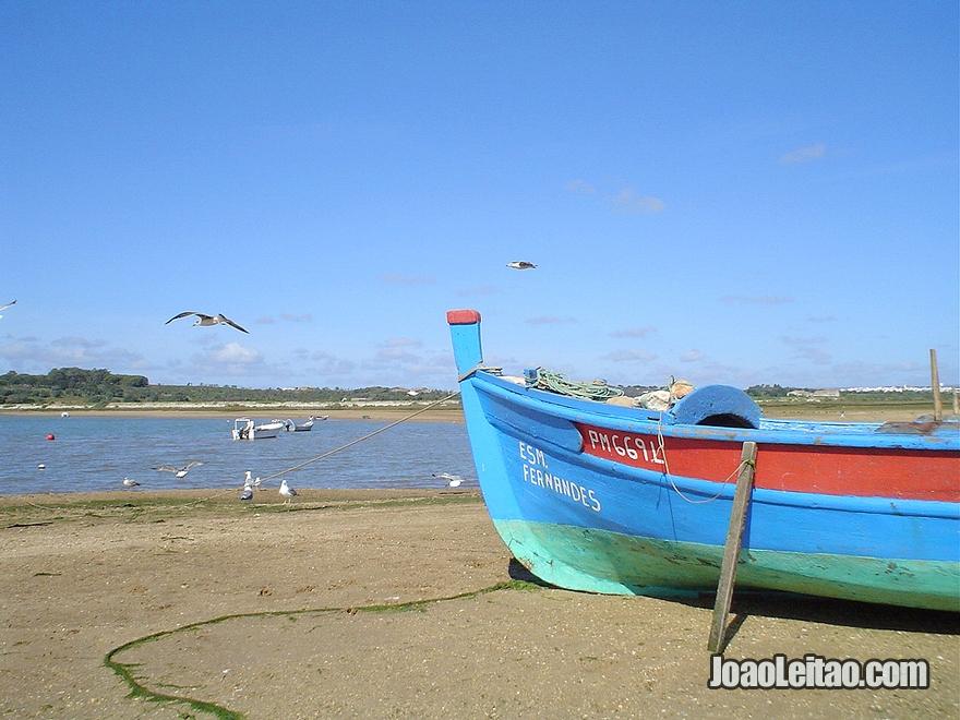 Barco de pesca tradicional em Alvor no Algarve