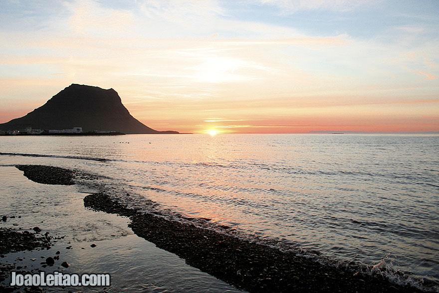 pôr-do-sol na baía de Grundarfjordur
