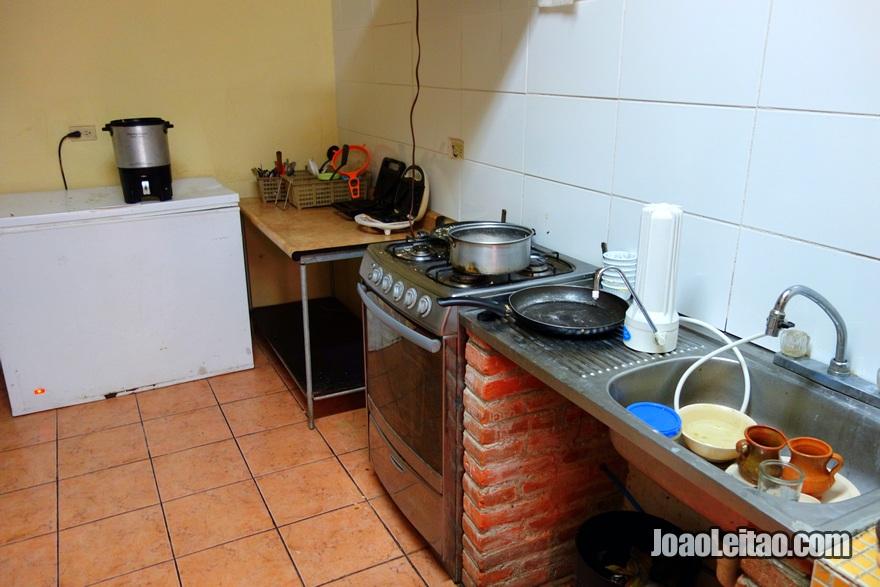 Kitchen at Hotel El Pasar de los Años in Antigua
