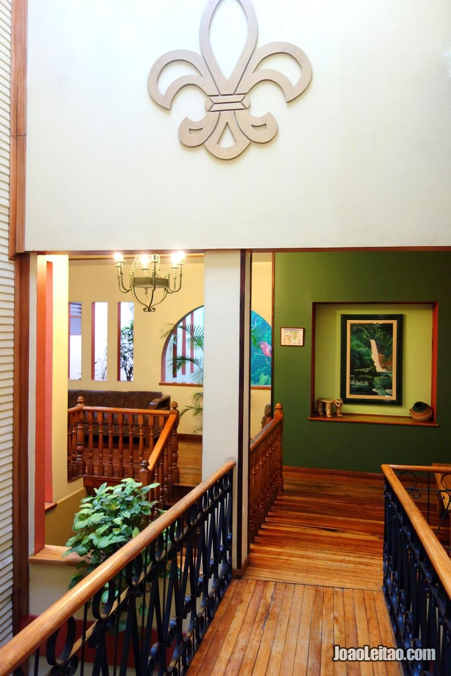 Interior do Hotel Fleur de Lys em San José, Costa Rica