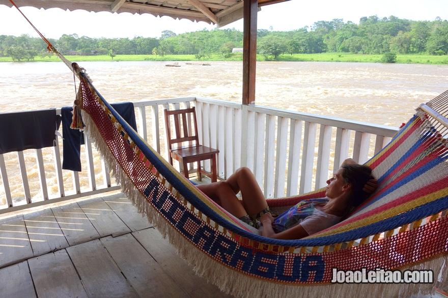 Rede e terraço do Hotel Tropical em El Castillo, Nicarágua
