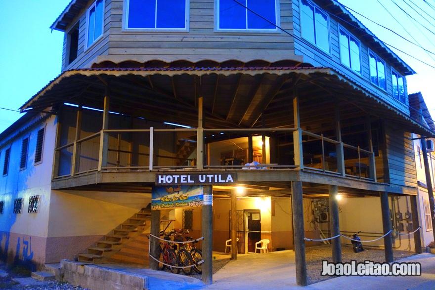 Fachada do Hotel Utila na Ilha Útila, Honduras