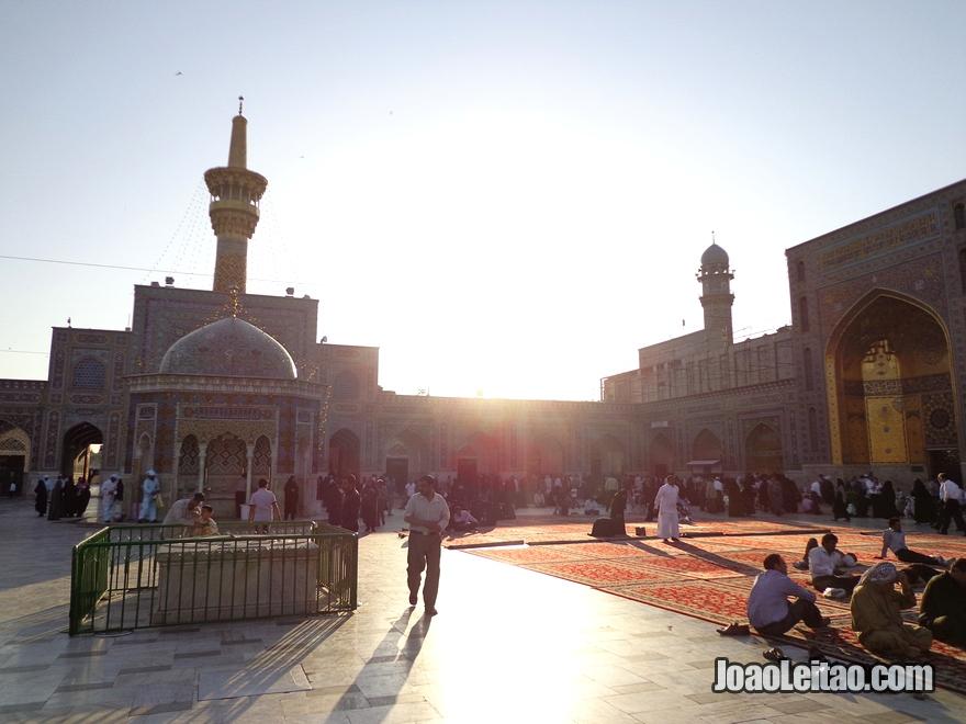 Santuário e Mausoléu de Imam Reza em Mashhad no Irão