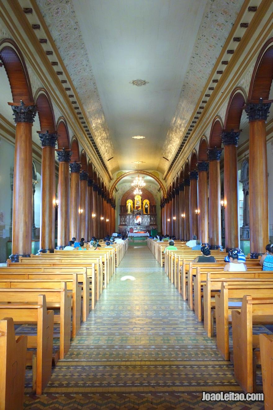 Interior da Iglesía Santa Lucia em Suchitoto