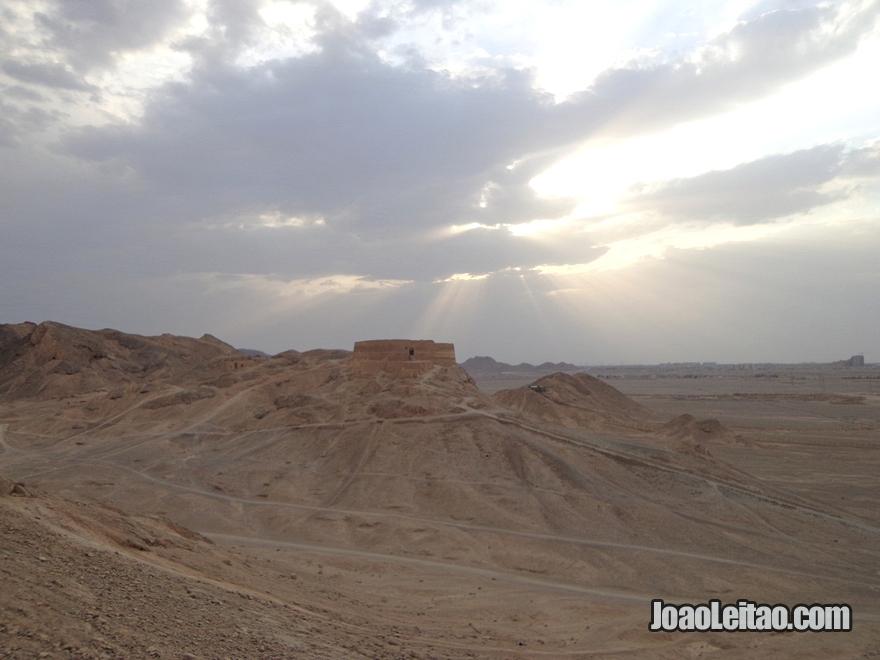 Torres do Silencio em Yazd Irão