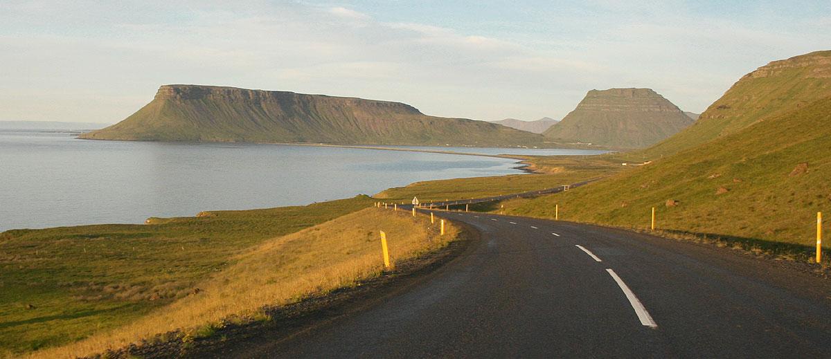 Viajar de carro pela Islandia