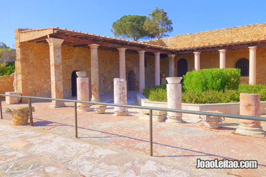 Colina de Odeon e o Parque das vilas romanas de Cartago