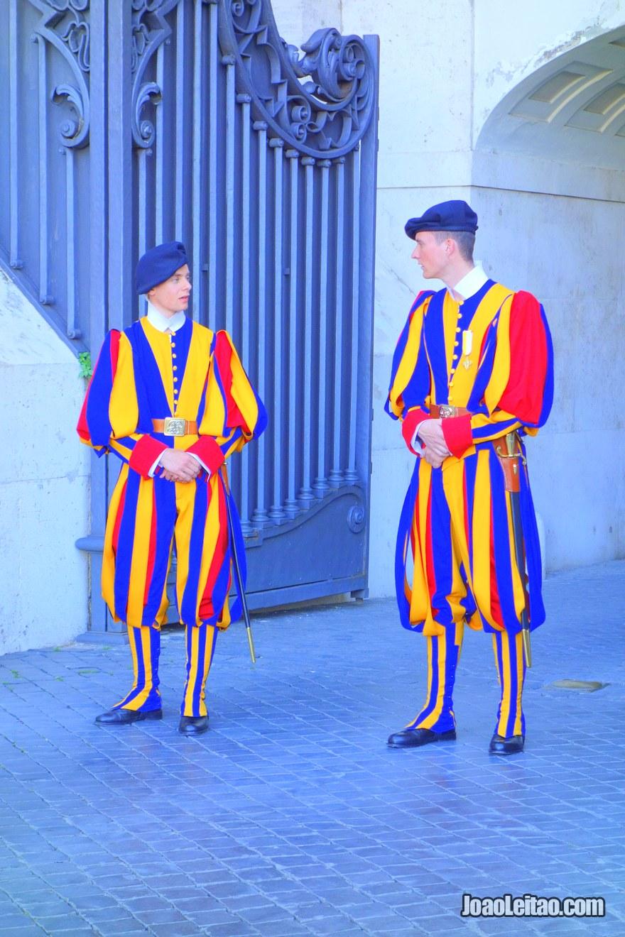 A Guarda Suíça é responsável pela segurança do Papa desde 1506