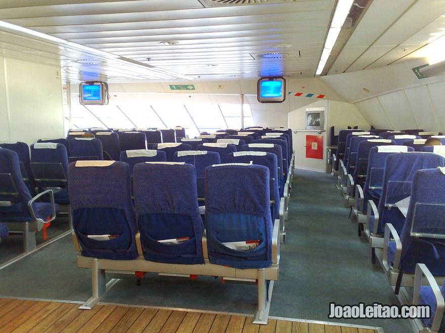 Foto do Interior do Barco para Marrocos