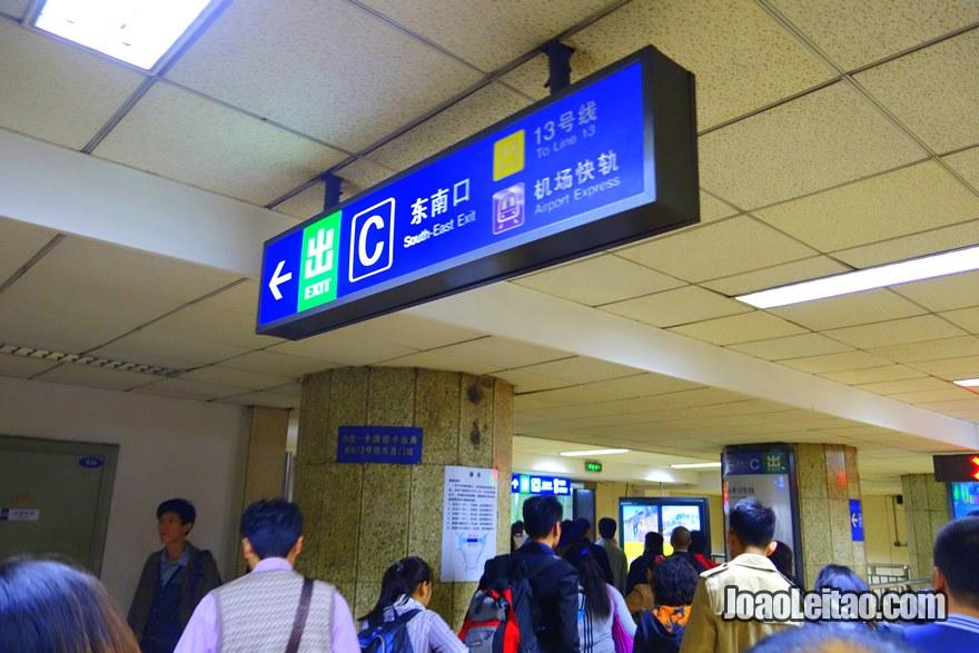 Passo 4 - seguir direcções para a linha Airport Express