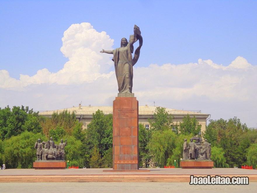 Estátua da Liberdade, chamada de Erkindik