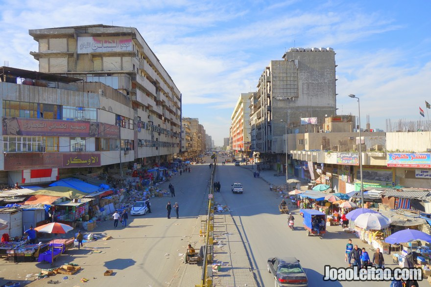 Avenida no centro de Bagdade