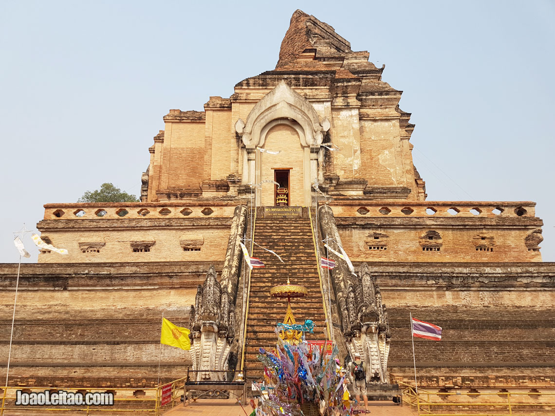 Wat Chedi Luang Buddhist Temple in Chiang Mai, Visiting Thailand