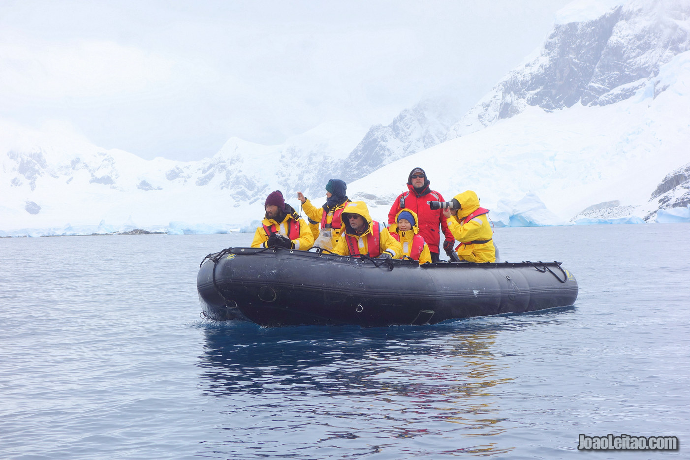 Passear de Barco Semi-Rígido na Antártida