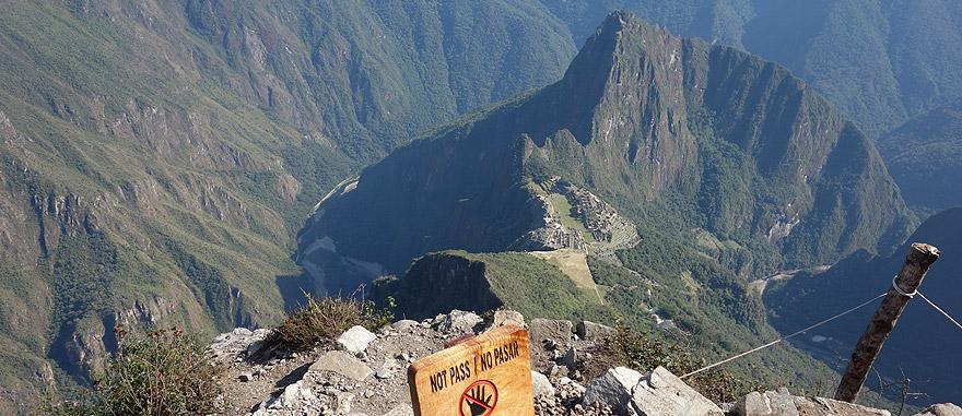 A caminhar na montanha Machu Picchu