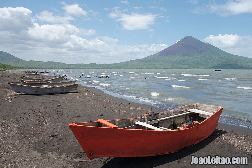 Visit Momotombo Volcano and Lake Managua Nicaragua