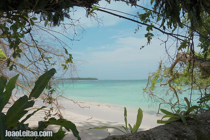 Visit Zapatillas Islands Panama