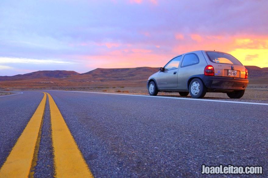 Conduzindo desde Mitad del Mundo até Fin del Mundo