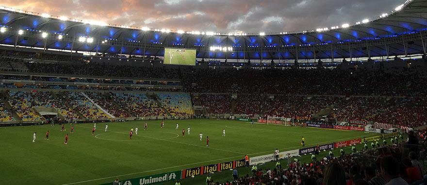 A assistir a um Jogo de futebol épico no Maracanã, Rio de Janeiro