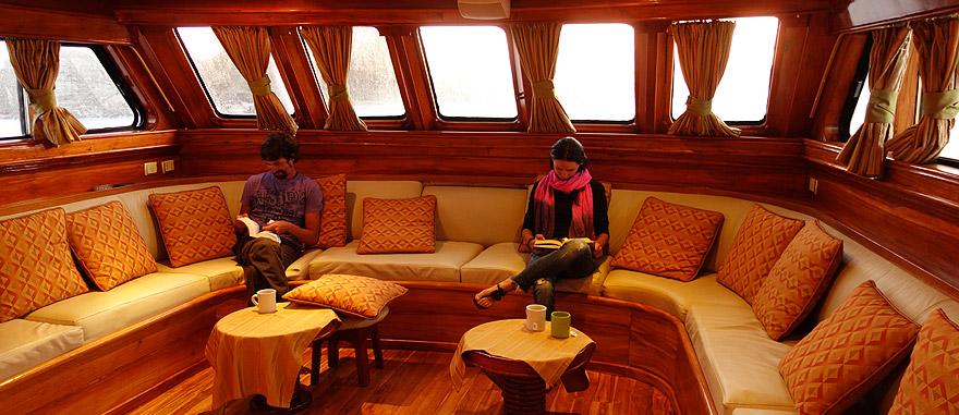 Living room of Estrella del Mar Galapagos Cruise