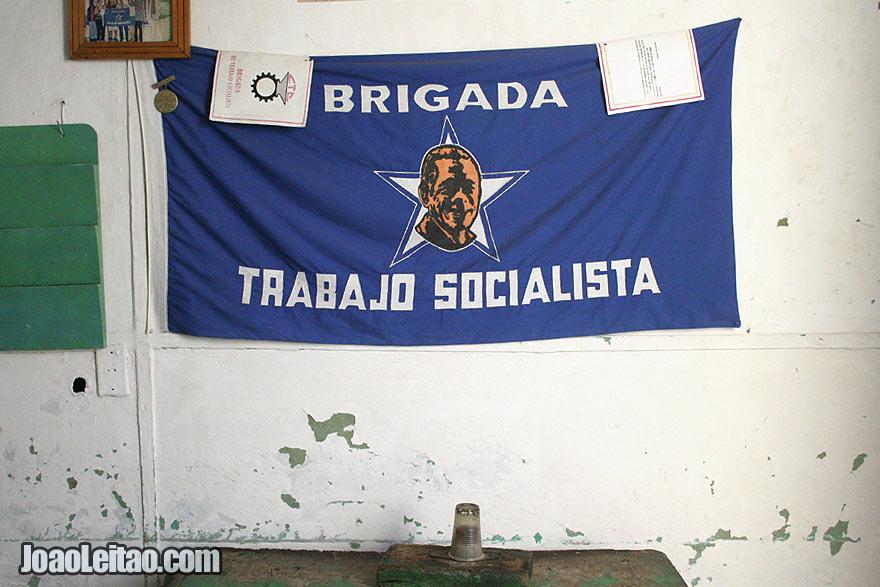 Bandeira da Brigada Trabajo Socialista