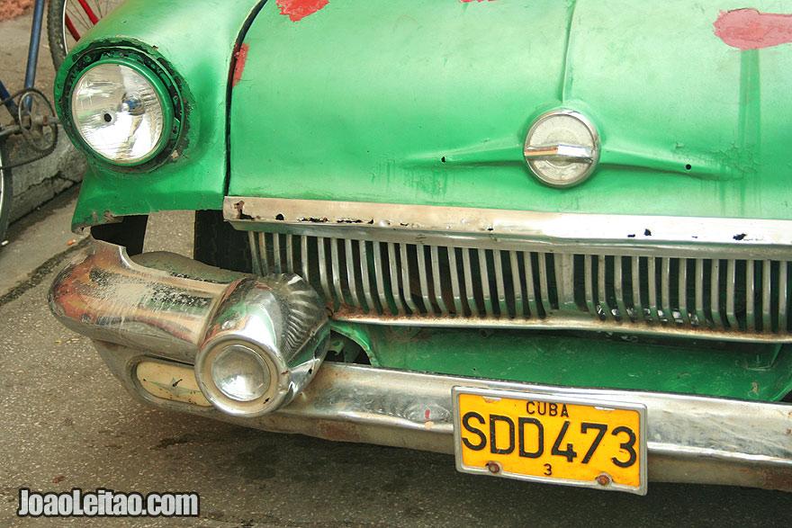 Green Cuban car
