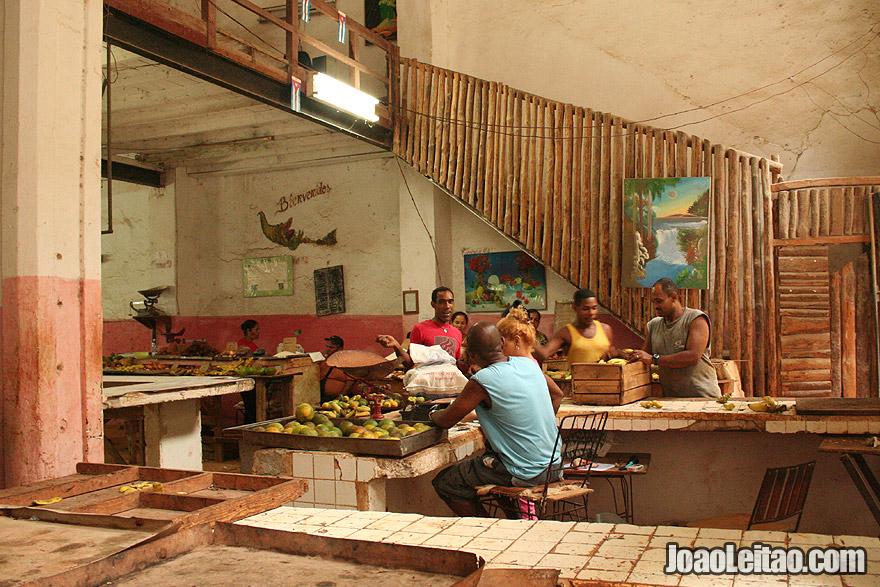 Mercado de frutas  e vegetais em Havana
