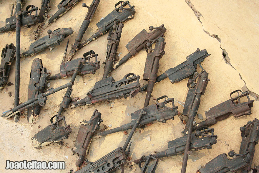 Old weapons used to make the Peace Monument of Timbuktu