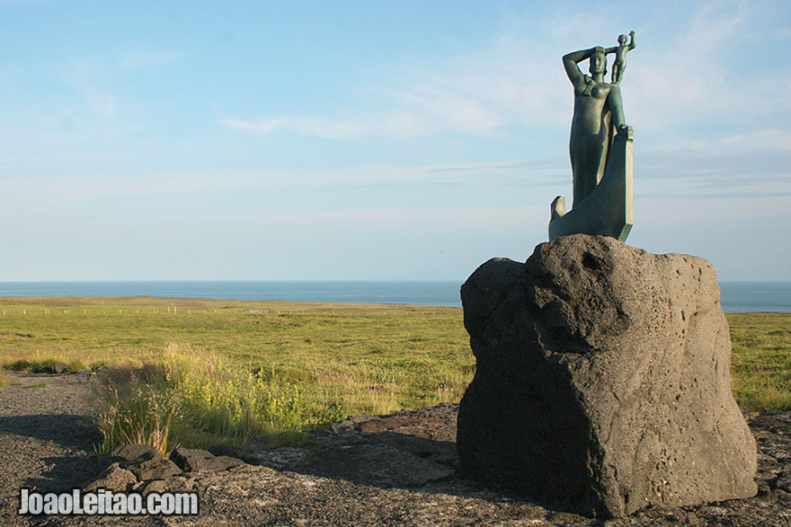 Laugarbrekka is the memorial to Gudridur Þorbjarnardóttir
