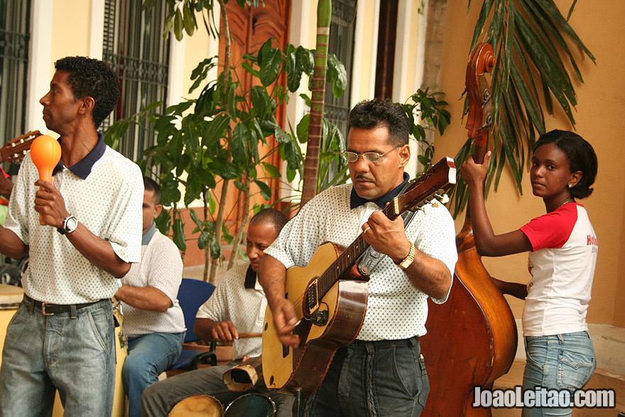 Músicos cubanos em Havana