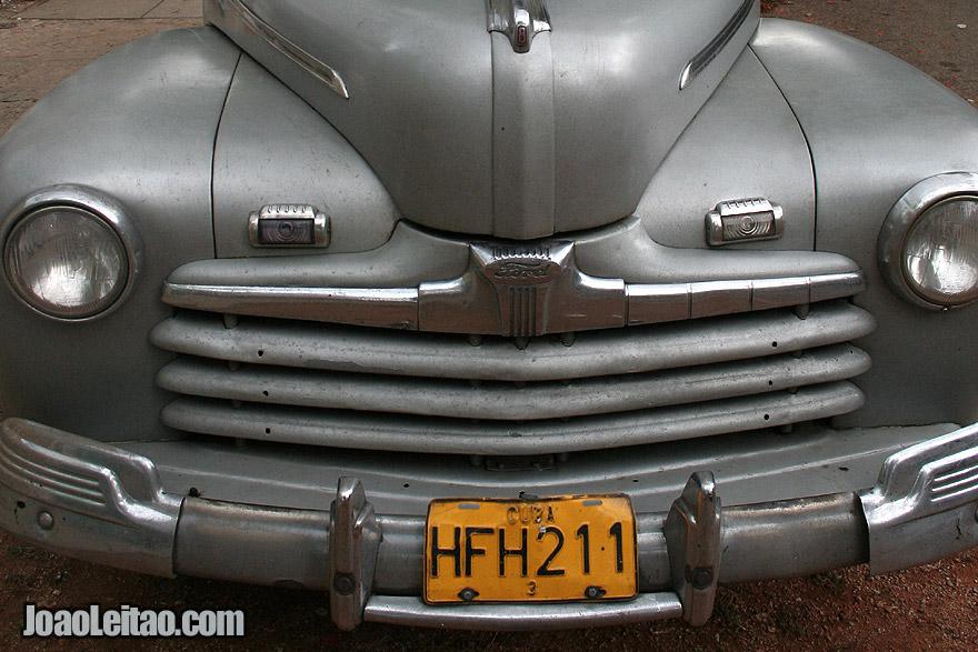 Uma velha carrinha Ford em Havana