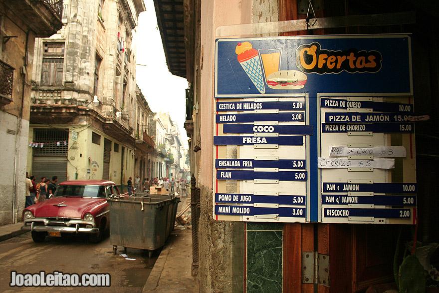 Menu de comida e bebida em Havana Velha