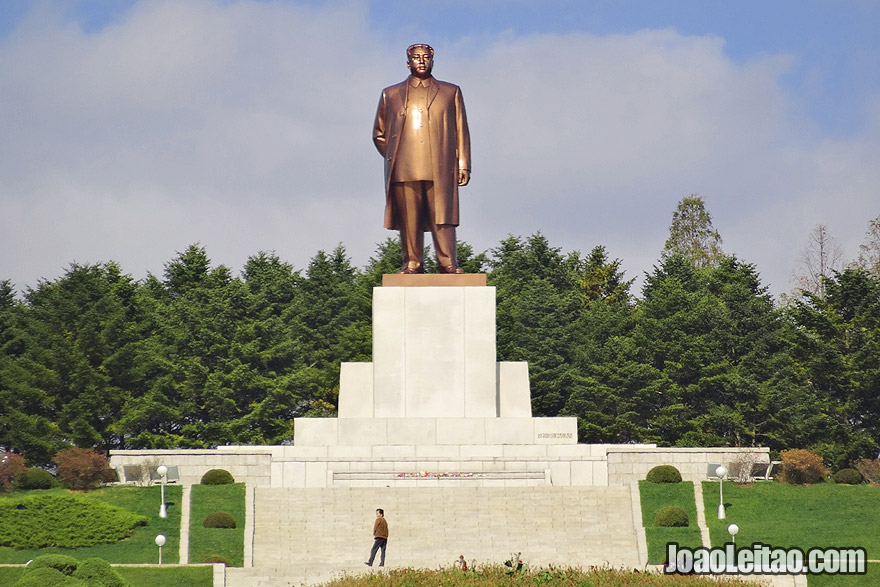 The enormous statue of the Leader Kim Il-Sung in Kaesong.