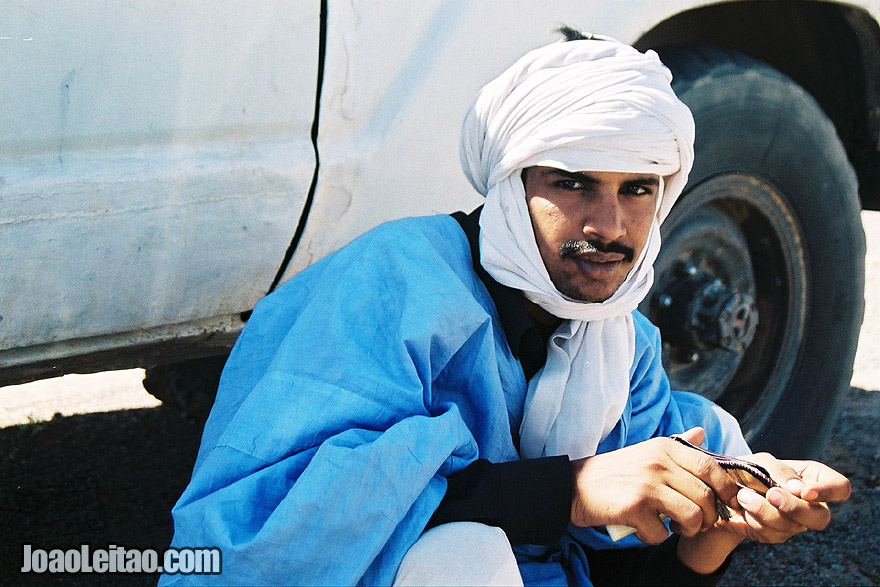 Photo of man with white turban in Choum, Islamic Republic of Mauritania