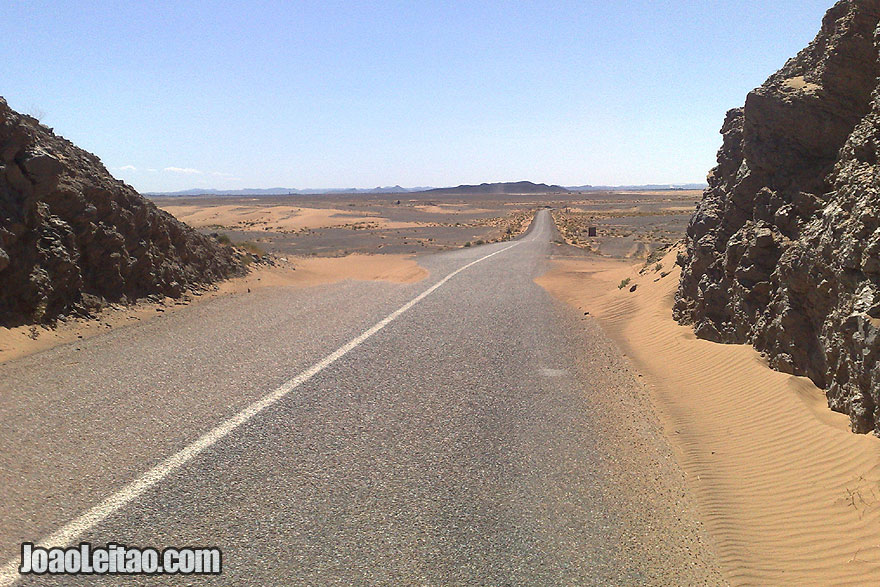 Road from Erfoud to Derkaoua