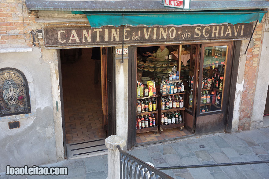 Wine shop in Venice old city