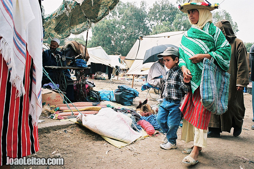 Photo of people on a morning market in the Rif Mountains, Morocco