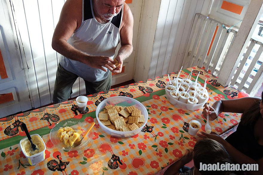 Pequeno almoço a bordo do barco Coramar II