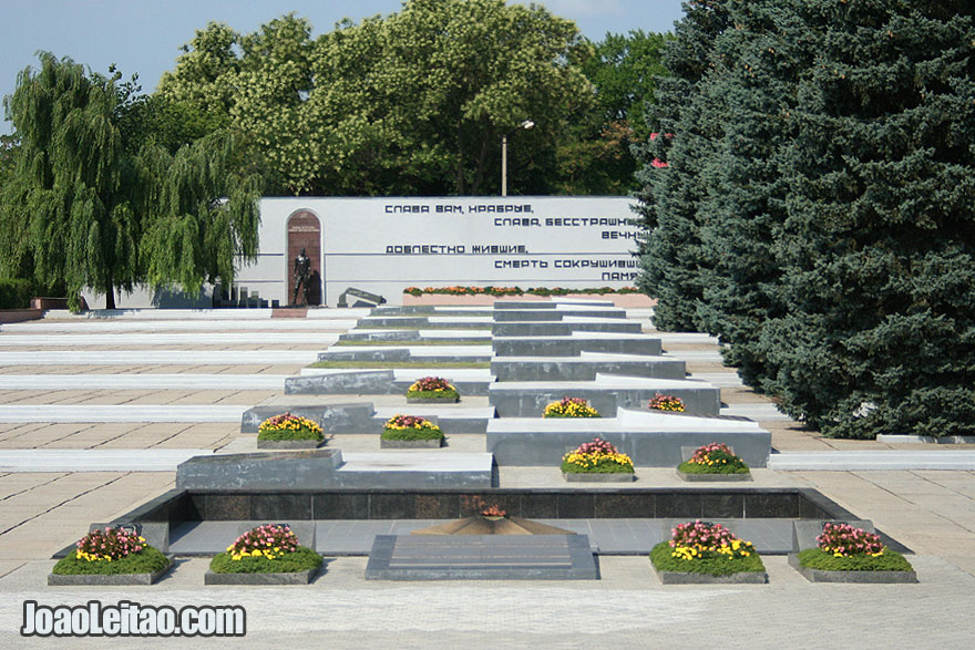 Monument in Tiraspol, What to see